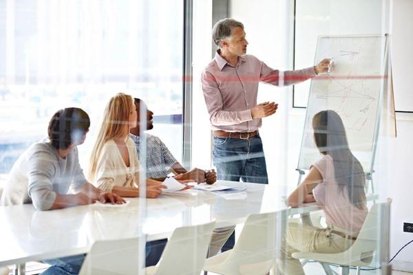 بهبود ابتکارات و مهارت در مشاغل فناوری